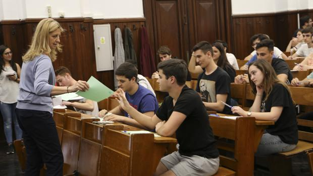 Estudiantes se enfrentran a las pruebas de acceso a la universidad en Sevilla