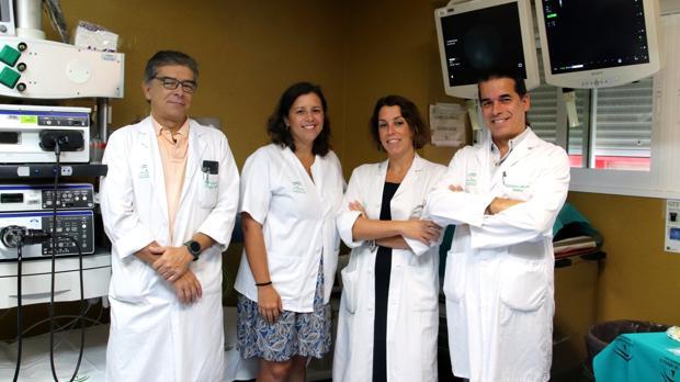 Juan Carlos Girón, cirujano de tórax; María Pavón, neumóloga; Teresa García, oncóloga, y Antonio Barco, bioquímico