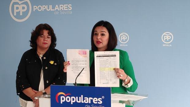La presidenta del PP de Sevilla, Virginia Pérez, y la alcaldesa de Huévar, María Eugenia Moreno