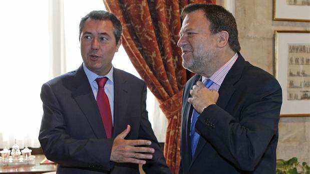 Los socialistas Juan Espadas y Alfredo Sánchez Monteseirín, en un acto reciente