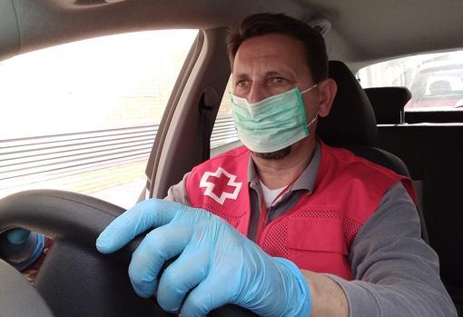 Rafael García, voluntario de Cruz Roja en Sevilla