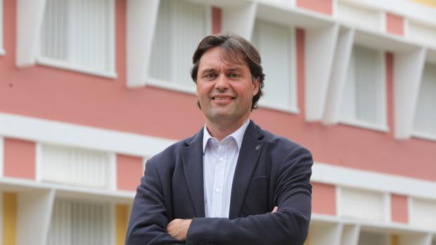 Francisco Oliva toma posesión como rector de la Universidad Pablo de Olavide ampliando el equipo de altos cargos