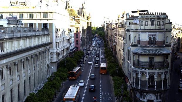 Quince años sin coches en la avenida de la Constitución: un cambio radical para Sevilla