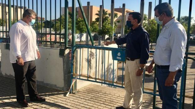 El PP denuncia el deplorable estado de abandono de la Plaza del Cementerio de Sevilla Este
