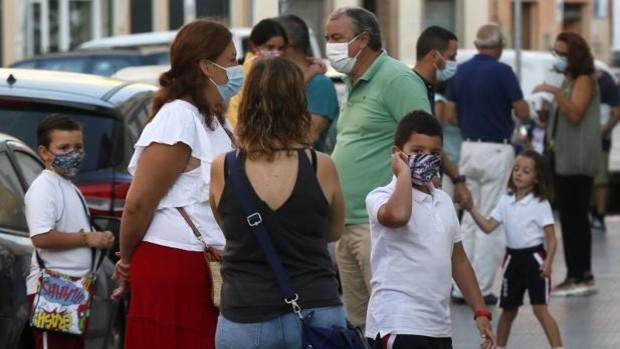 Los directores de centros de Sevilla denuncian una reducción del 70 por ciento de profesores de apoyo