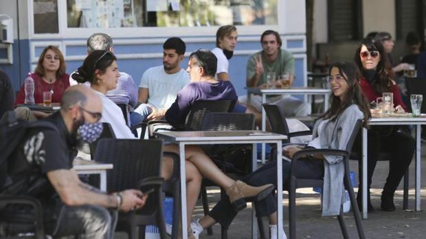 El aumento de contagios en Dos Hermanas hace crecer dos puntos la tasa de la provincia de Sevilla