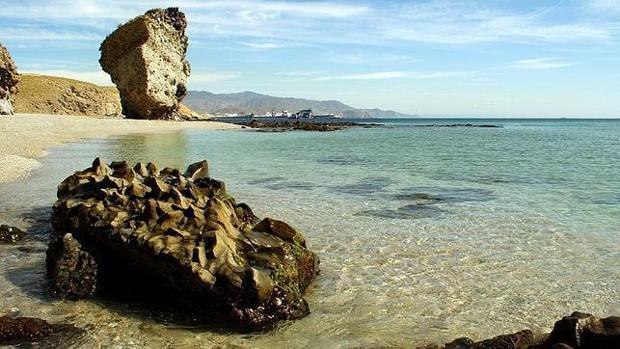 Formaciones rocosas en al Playa de Los Muertos